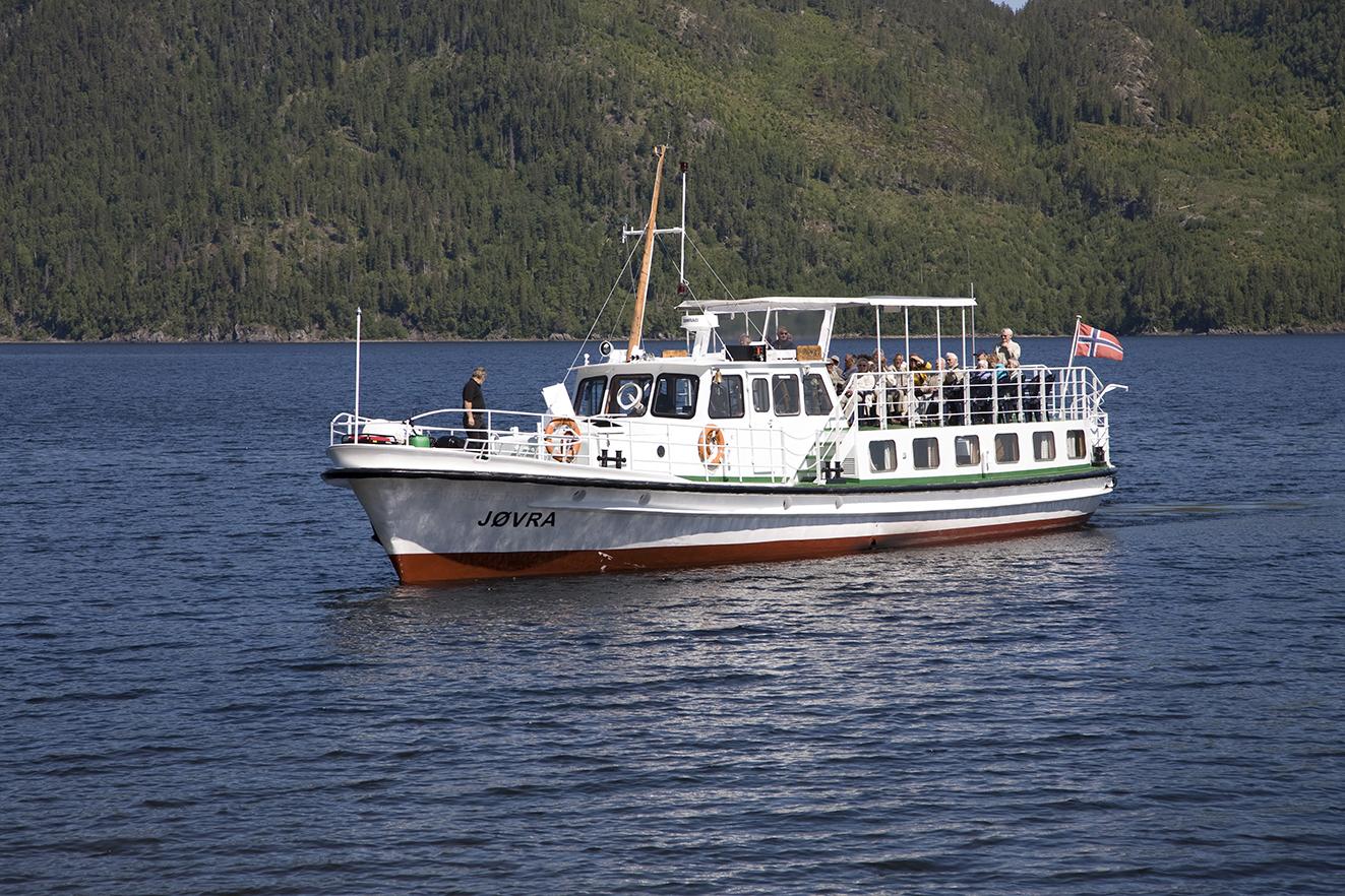 MS Jøvra. Med sine 72 fot er det den største båten som har gått på Selbusjøen. Fartøyet er sertifisert til å ta 50 passasjerer. Foto: Selbusjøen Båtcruise
