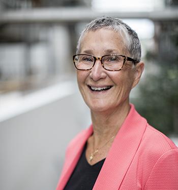 Ekspert på omdømme. Peggy Simcic Brønn er professor ved Institutt for kommunikasjon og kultur,Handelshøyskolen BI, samt Leder ved Senter for virksomhetskommunikasjon samme sted.
