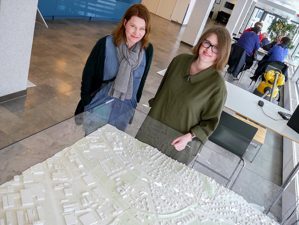 Komplekst område å regulere. - Lade har unike utfordringer sammenlignet med resten av byen, sier byplansjef Ragna Fagerli og planlegger Christina Føllesdal Brown i Trondheim kommune.